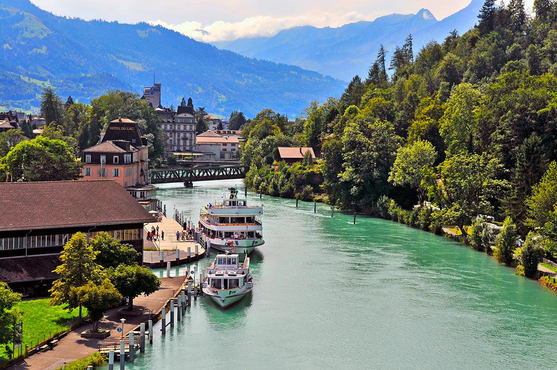 Інтерлакен та швейцарскі Альпи