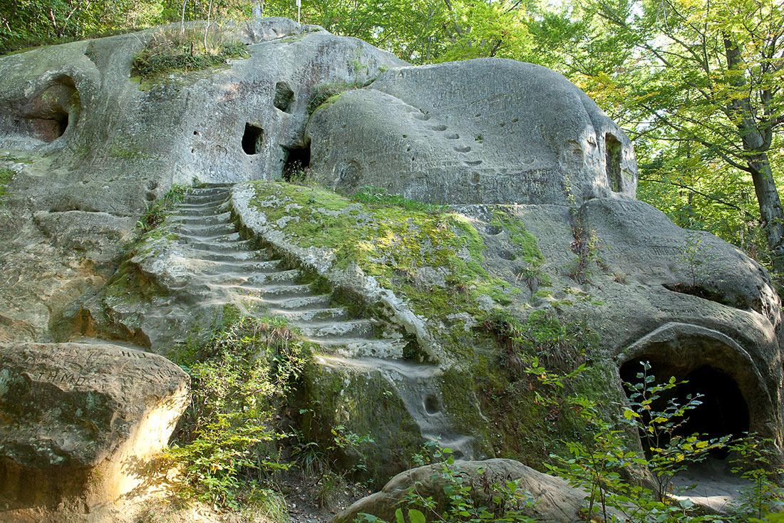 Печерний монастир біля села Розгирче