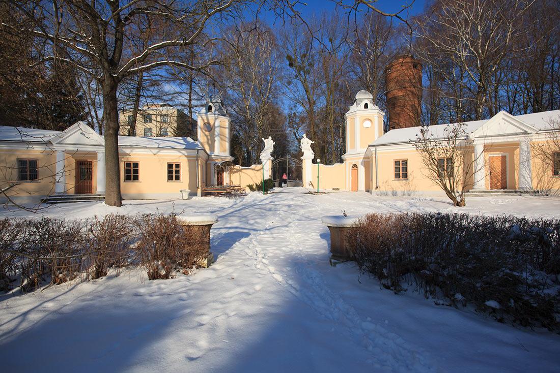 Палац львівських архієпископів в Оброшино