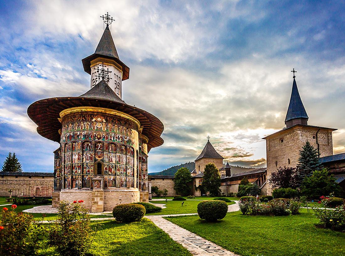 Розписні монастирі Буковини