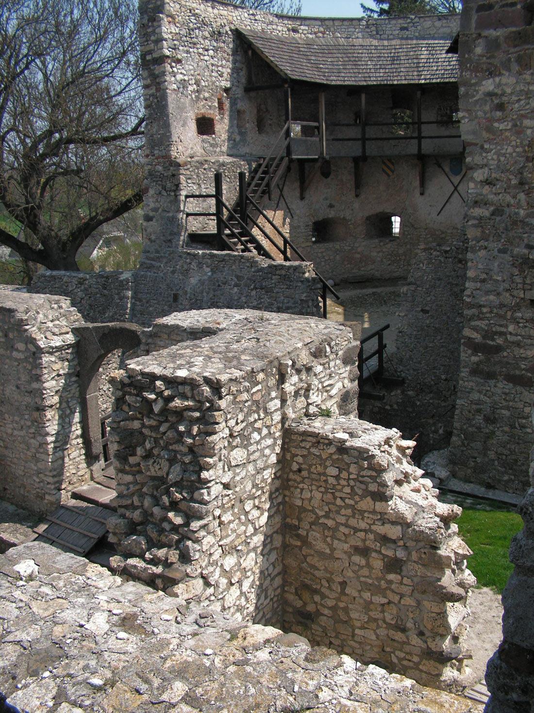 Замок Кініжи